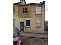 Bedsit in shared house in central Bath available now.