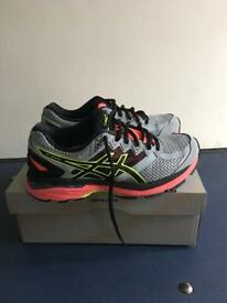ASICS GT-2000 4 running trainers size 3.5/4