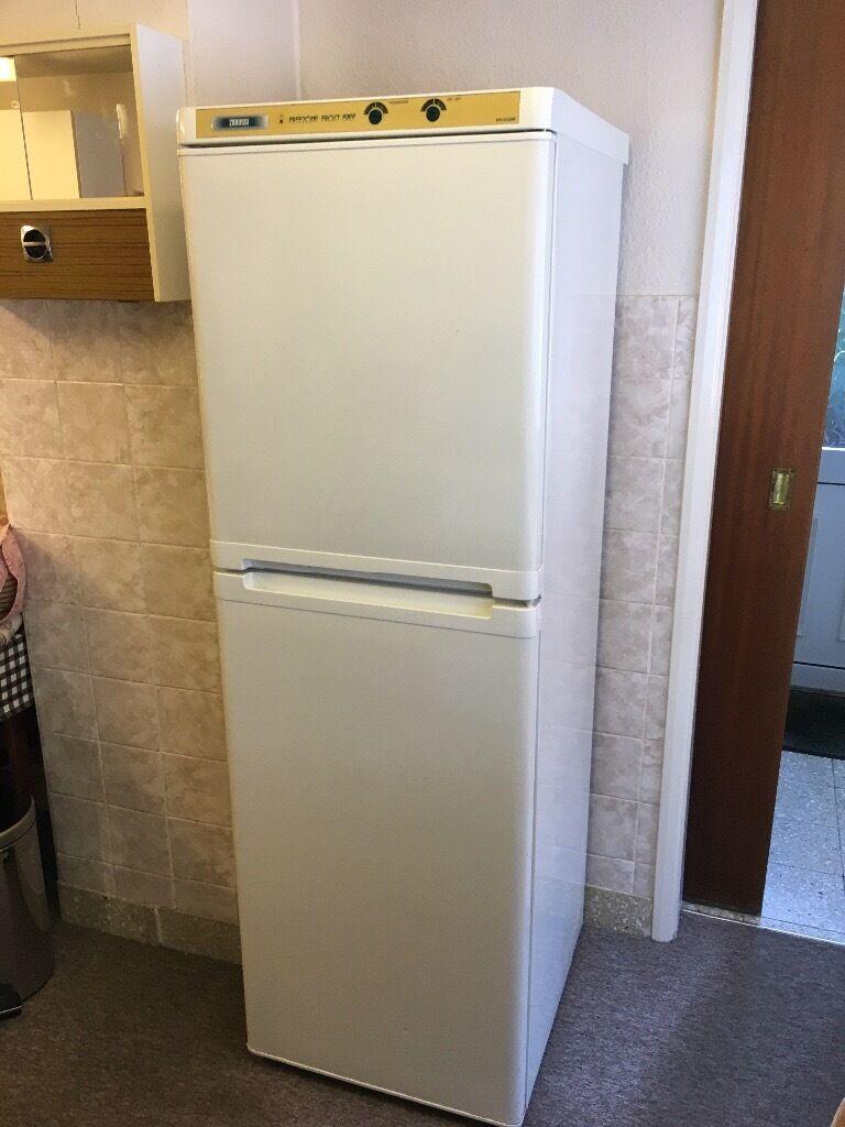 Zanussi 60/40 Fridge Freezer ZFK4752RF Frost Free Free Standing White