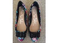 New ladies ballet shoes, size 7 unworn