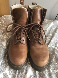 Dr Martens Women's size 6 shearling lined boots