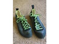 Indoor climbing shoes