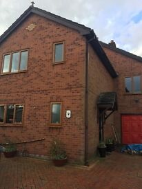 Double bedroom to let in spacious 4 bed detached house in penycae.
