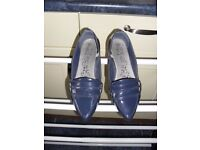 Size 5 Pointed Blue Flats