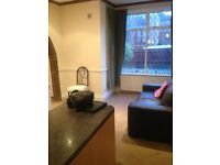 Bright, 2 bedroom flat in Palmer's Green with parking space and garden