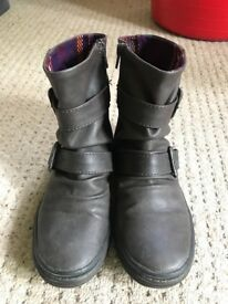 Blowfish leather boots size 4
