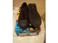 HEELYS X2 BLACK SIZE 5 AS NEW (WORN ONCE)