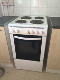Free standing white cooker fully working