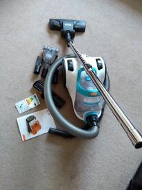 Bagless VAC Impact PET vacuum cleaner