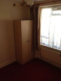 The Ridgeway, Frist floor single room, close to shops & transport