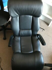 Bluetooth gameing chair excellent condition