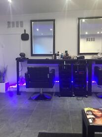2 Salon Chairs and Beauty room to let
