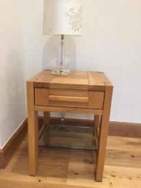 Side/lamp table in oak.