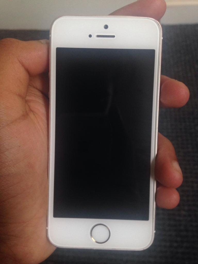 Iphone 5s going proper cheap need gone asapin Luton, BedfordshireGumtree - Iphone 5s need gone asap in imaculatte condition and locked to ee selling really cheap since i need it gone quick. No offers just £100