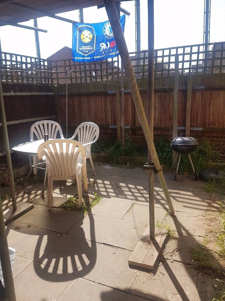 Large Twin Room Share for 1 Person Avail in Hammersmith/Baron's Court