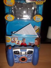 Vtech Kidizoom 3+Years includes Travel Bag and cables.