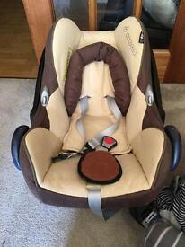 Baby car seat (MAXI-COSi)