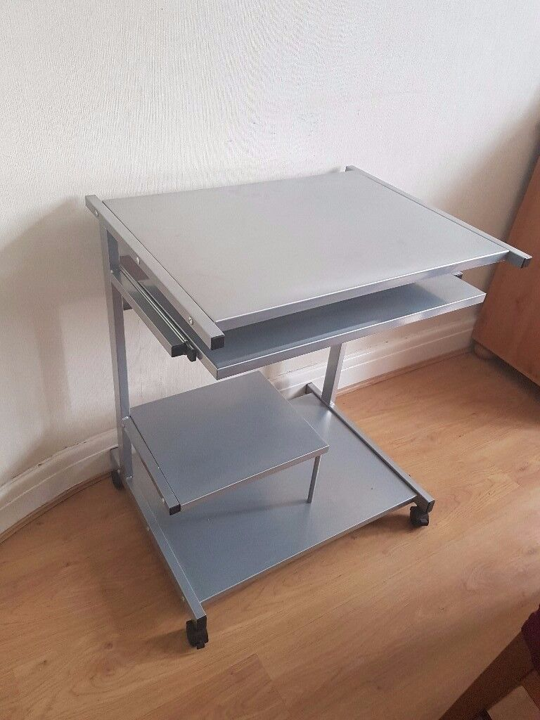NEAR NEW BARELY USED MOBILE METAL COMPUTER DESK ONLY £25!!!