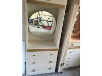 Drawers and dressing table - Free