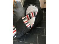 Baby pram bed adaptable for use in car (Hauck)