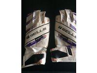 Sells goalie gloves