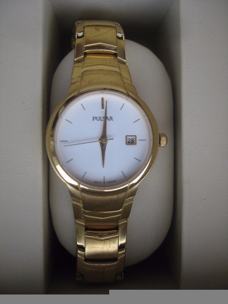 Ingersoll gold coloured watch as new in box