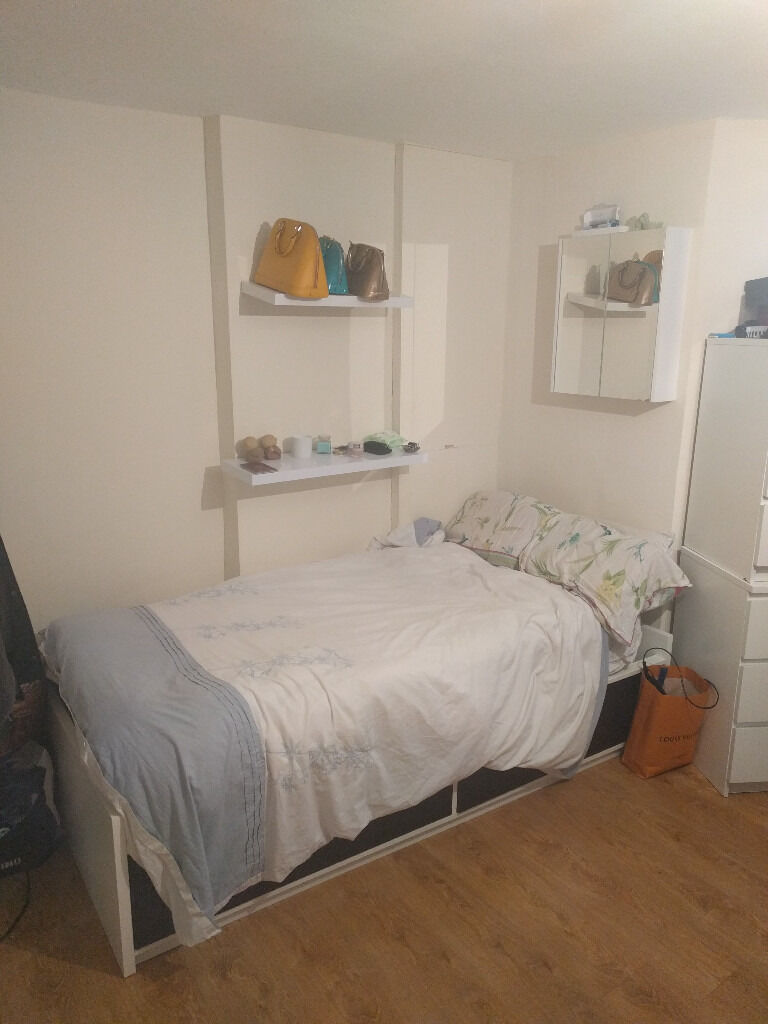 £225 / w - Studio flat on Shepherds Bush Road close to Westfield shopping centre