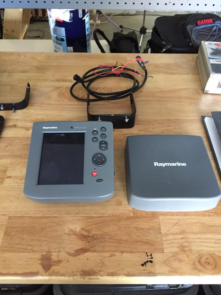 Raymarine Rc435 Chart Plotter And Ds500x Fish Finder Not Garmin Depth Wiring Diagram Lowrance