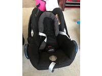 Maxi Cosi CabrioFix car seat with easy fix isofix base.