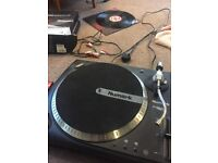 DJ turntable, vinyl, mixing and software package - worth £600