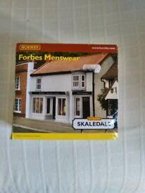 Hornby Skaledale 'Forbes Menswear' Building