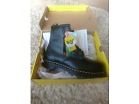 New Dr Martens 7B10 Black Leather size 10 still toe safety boots
