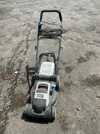 Electric lawnmower working