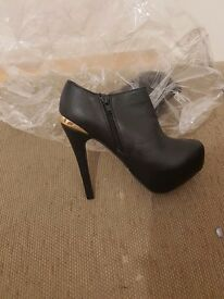 Brand new shoe boots size 4