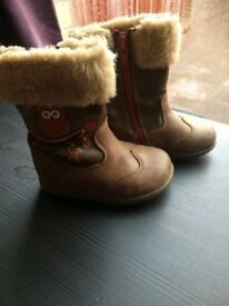 Clarks Girl Boots Size 4