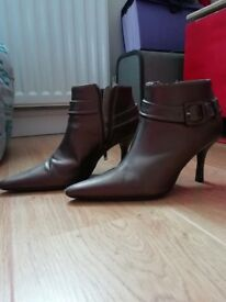 Ladies boots size 5