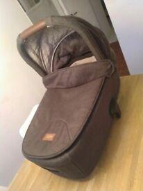 Mamas & Papas Flip XT2 brown Carrycot (£120 new) excellent central London bargain