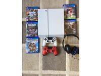 PlayStation 4 (White) - almost unused PS4 !