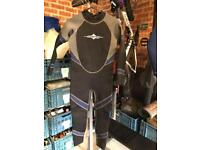 Childs wet suit age 11-12