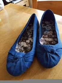 Ladies flat shoes size 7