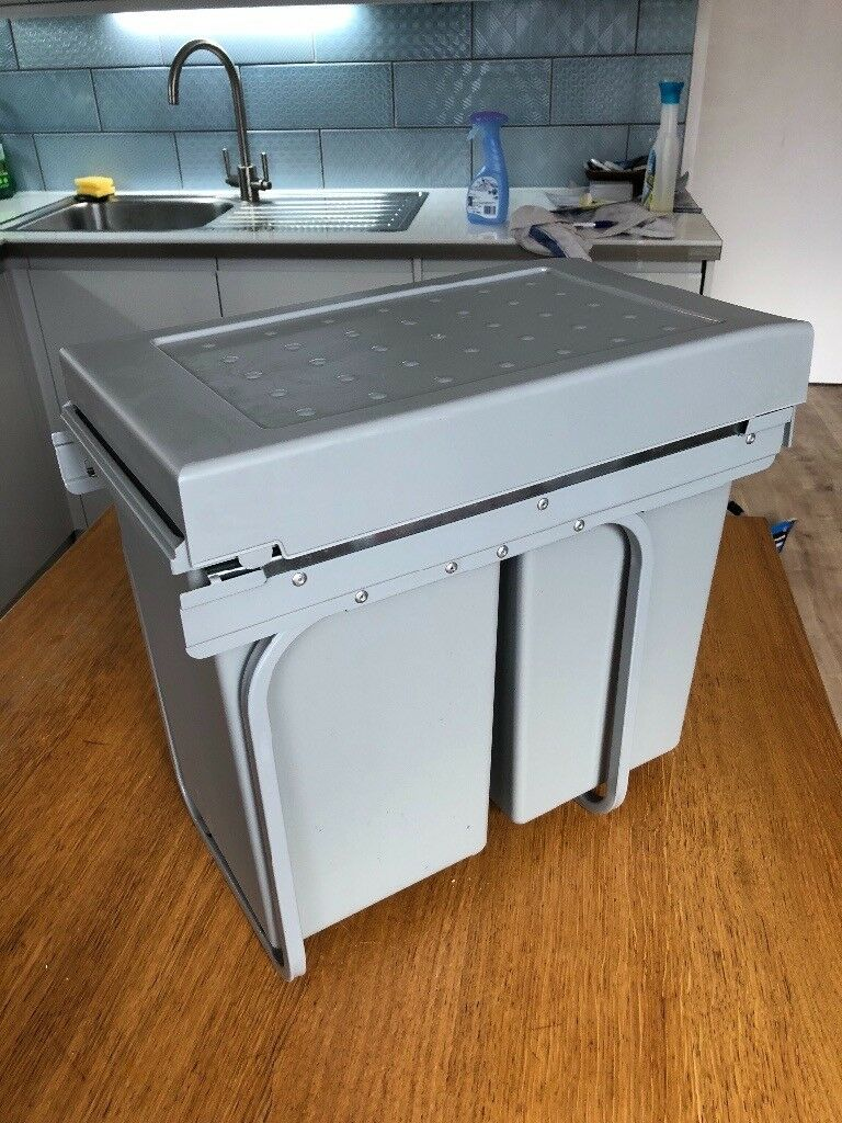 Howdens pull-out built in kitchen bin 2 compartments | in ...