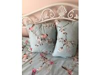 Girls single bed set includes curtains