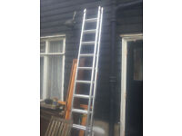 Double extension ladder and ladder accessories