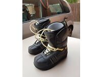 Vans snowboard boots, size 6. Snowboard bindings LT20. Good condition.