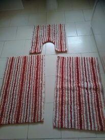 2 bath mats and 1 pedastel mat
