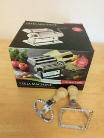 Kitchen Craft Pasta Machine and ravioli cutters