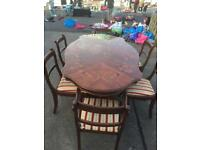 Lovely Italian dining table with 6 chairs good condition