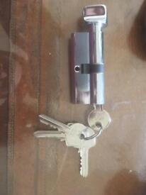 Cylinders lock with 4 keys USED