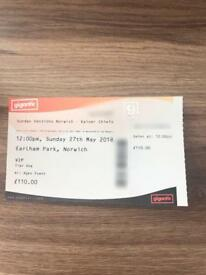 4 VIP tickets to Sunday sessions headlining kaiser chiefs