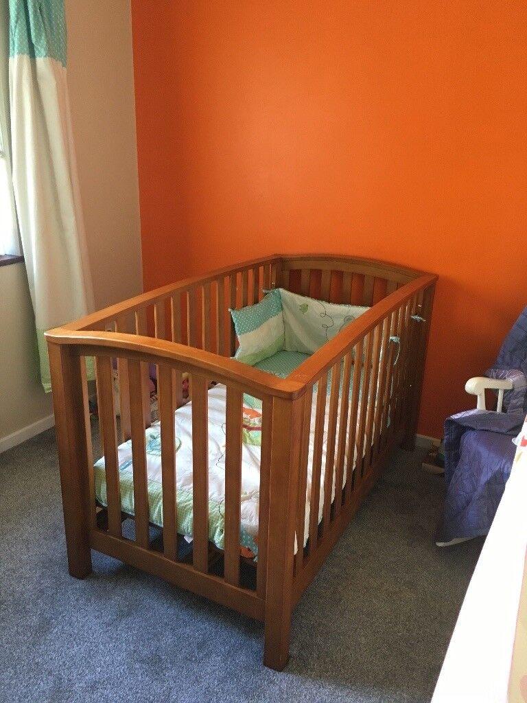 Mamas and papas baby's cot and cot bed
